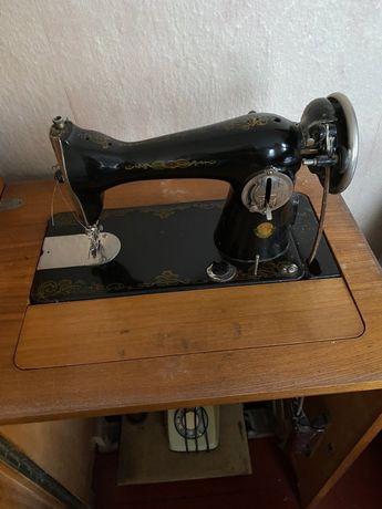 швейна машинка з ножнимм приводом