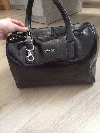 Czarna torebka lakierowana Calvin Klein oryginalna