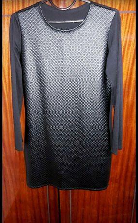 Женское чёрное платье.