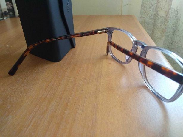 Armação de óculos da óptica Wells, usada por apenas 2 dias