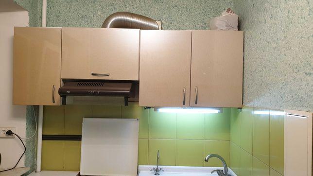 Кухня с газовой плитой, вытяжкой, мойкой б у
