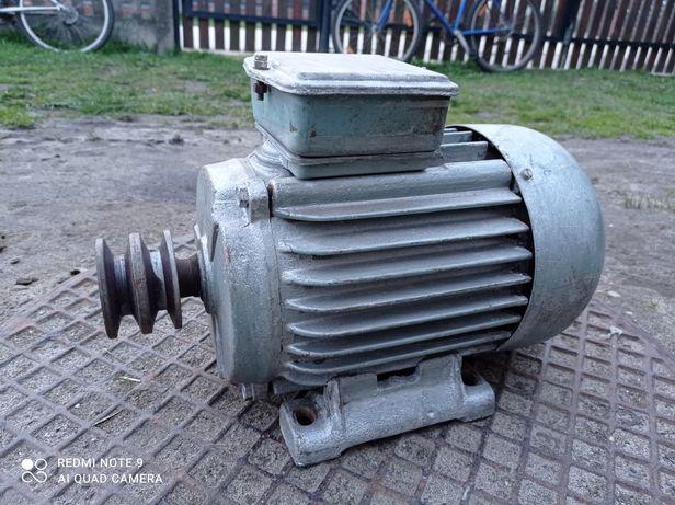 Silniki 360v  930 obr/min