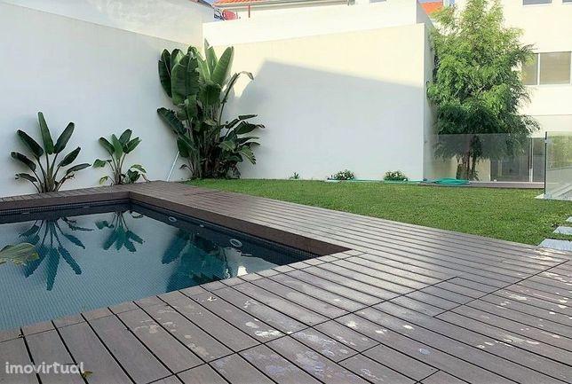 Moradia nova na Foz Velha com jardim, piscina e garagem