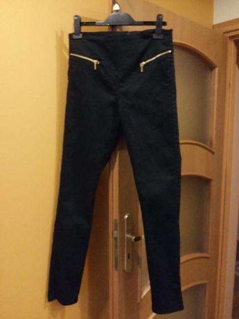 Czarne spodnie rurki z wysokim stanem VERO MODA- rozmiar s/m
