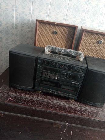 Rádio hitachi antigo
