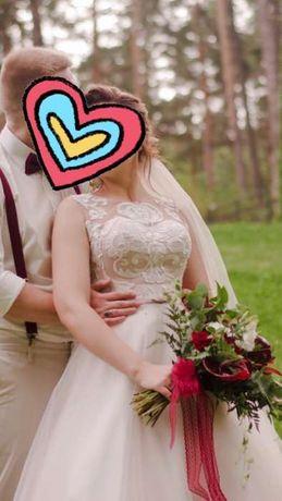 Продам своё свадебное платье с фатой в цвет платья!!!Не венчаное!!!
