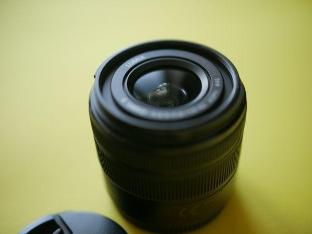 Panasonic G Vario 14-42mm f/3.5-5.6 II ASPH Mega O.I.S. kit