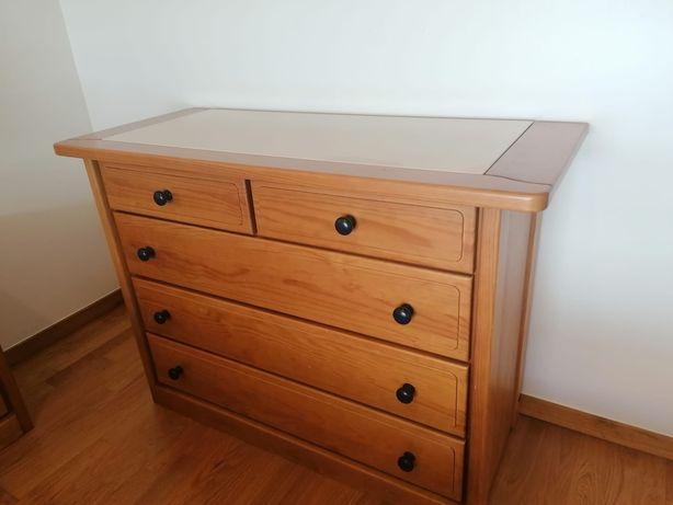 Vendo Quarto Casal Completo (cama, cômoda, mesas cabeceira)