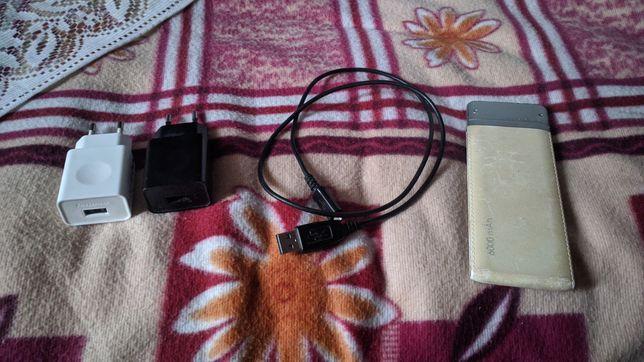 Павербанк,кабель и два блочка зарядок.
