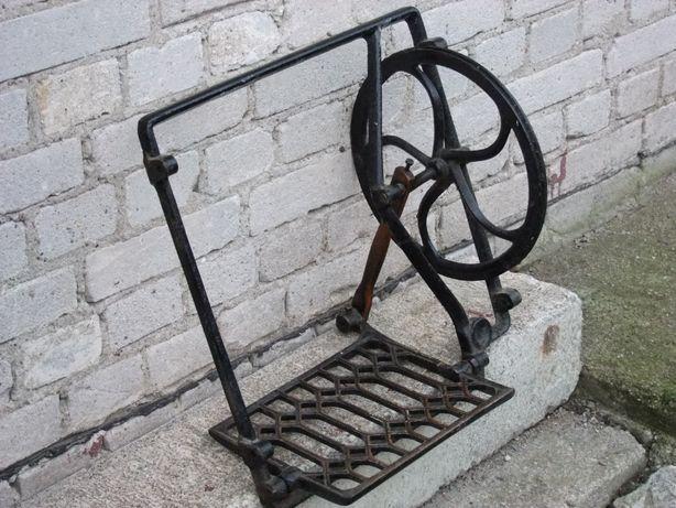 Element starej żeliwnej maszyny - dekoracja ogrodowa