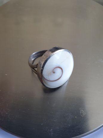 Niepowtarzalny pierścionek srebro, muszla, lata 70 9.67g