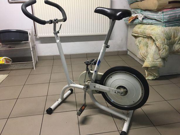 Stacjonarny rower firmy Romet