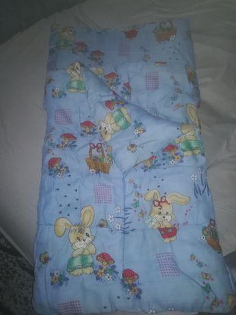 Kolderka i poduszka do łóżeczka + 3 komplety pościeli +kocyk
