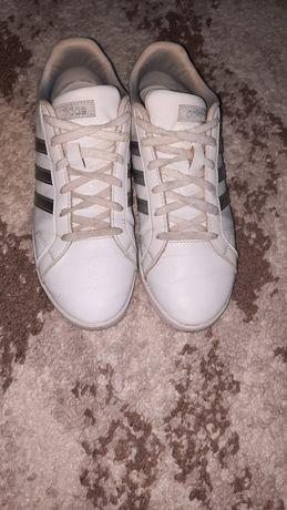 Красовки Adidas.
