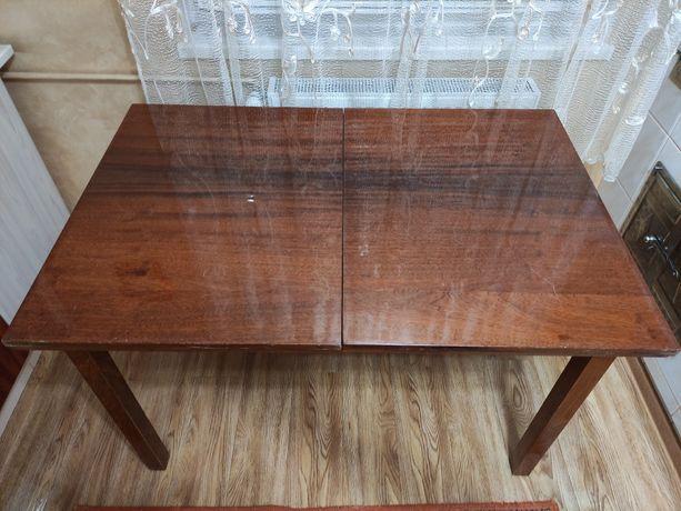 Продаю раскладкой стол и 4 стула