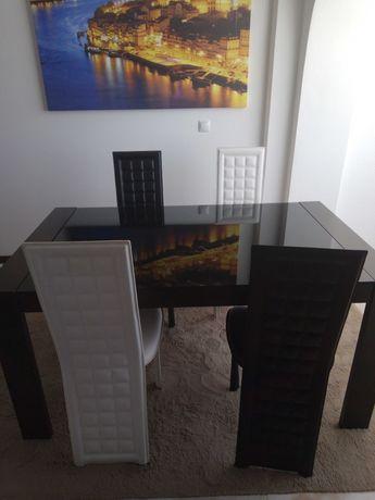 Mesa extensivel com tampo de vidro com 4 cadeiras
