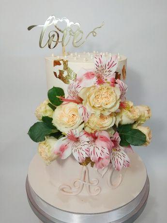 Свадебный торт на заказ в Донецке