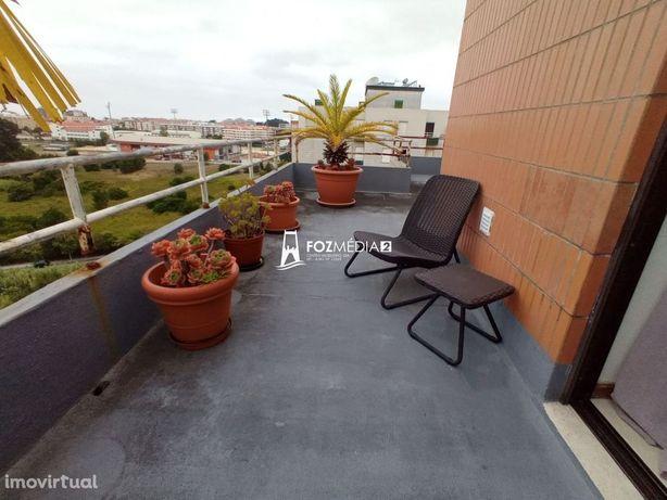 Vende-se apartamento T2 duplex junto ao MacDonald na Figueira da Foz