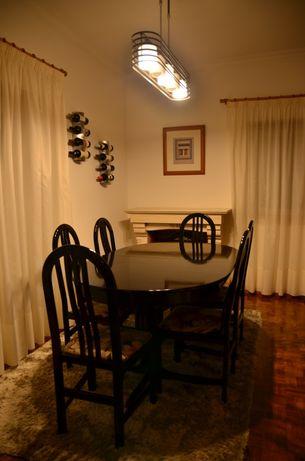 Conjunto mesa extensivel e 6 cadeiras em madeira 1.6x1x0.76m