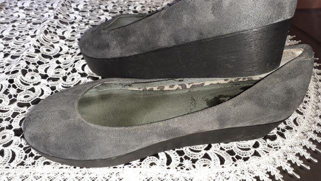 Buty na platformie zamszowe NOWE