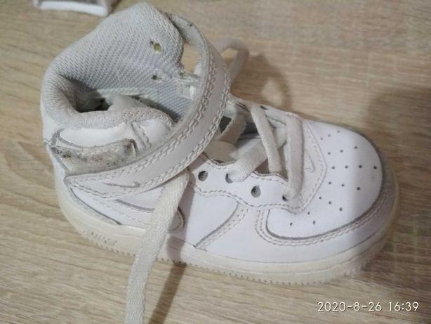 Кросівки для діток