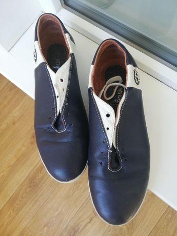 Продам кожаные кроссовки 37 размера