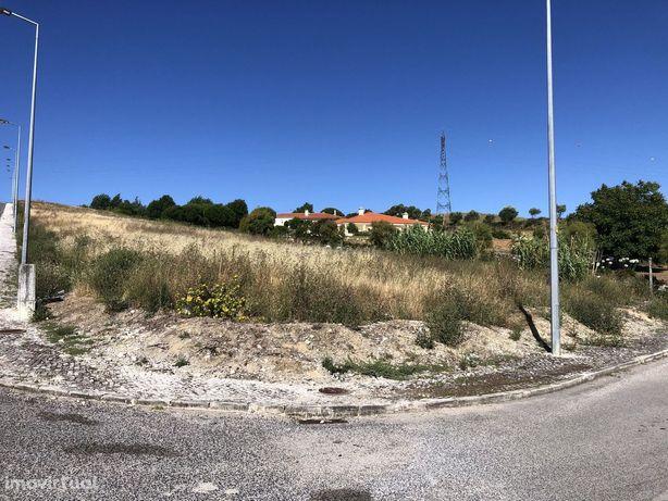 Lote urbano em Urbanização Abrigada - Alenquer