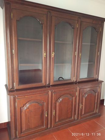 móvel/cristaleira ideal para biblioteca ou sala