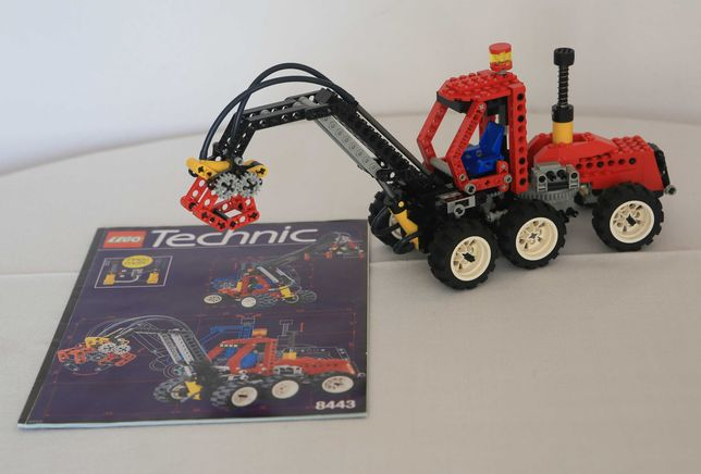Lego Technic 8443 Pneumatic Log Loader / Forest Tractor