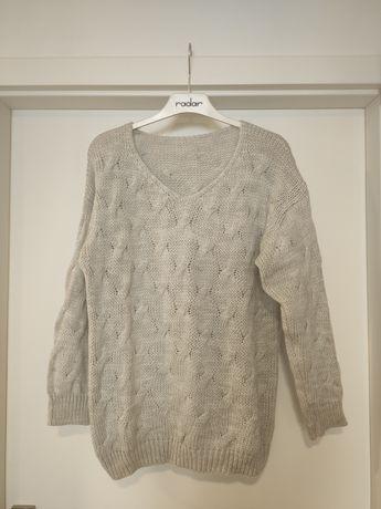 Ciepły szary sweter