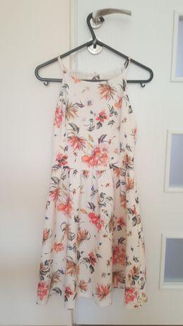 Sukienka w kwiaty Reserved