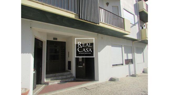 Loja, 121 m², Monte Redondo e Carreira