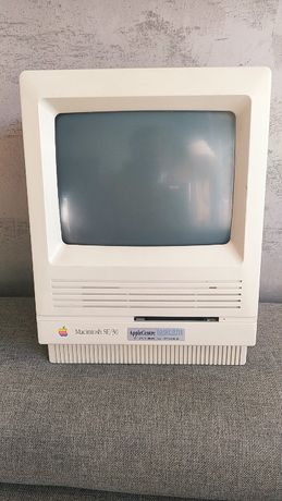 Apple Computer Macintosh SE/30 1988 rok Model M5119