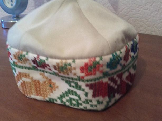Стильный головной убор Эскада для весны.Ручная вышивка.