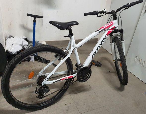 Bicicleta btwin rockrider 340  Roda 26  Quadro S  Ideal para senhora