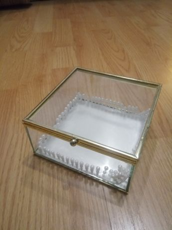 Pudełko złote na obrączki, szkatułka na biżuterię