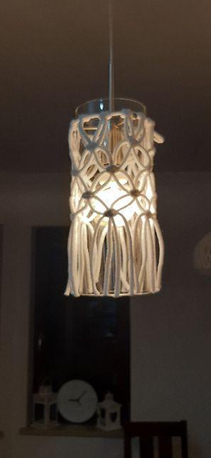 Nowoczesna lampa z makramą