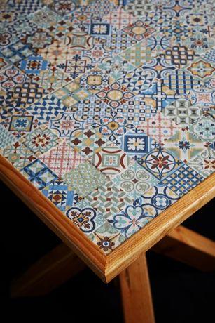 Mesa e bancos artesanais (Modelo único)