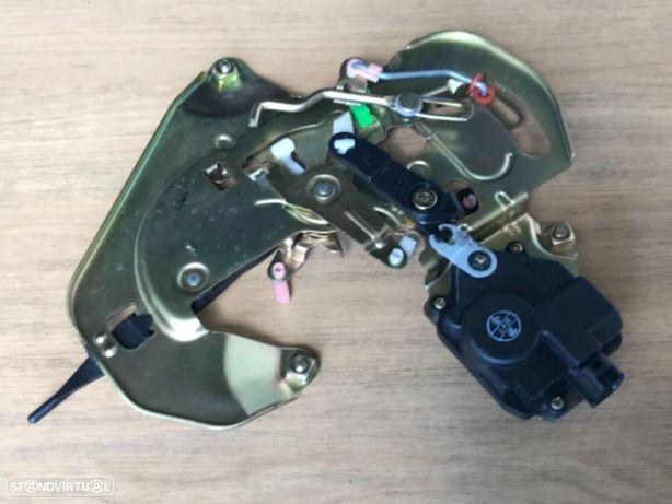Mecanismo / Pistola de Porta Lateral -ESQ Kia Carnival de 02 a 05