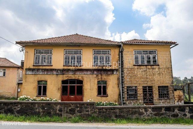Armazém e Fábrica localizado em Areias de Vilar (Barcelos)
