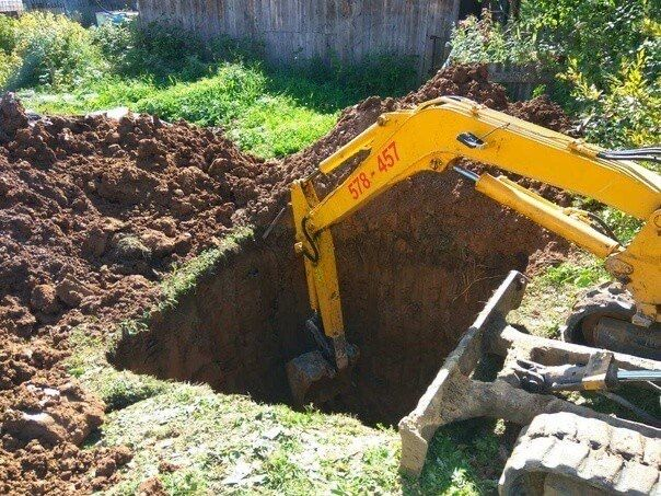 Копка каналізації,Септик,Выгребная яма,Вигрібна яма,копка екскаватором