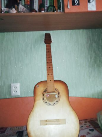Продам гитару 6 странную