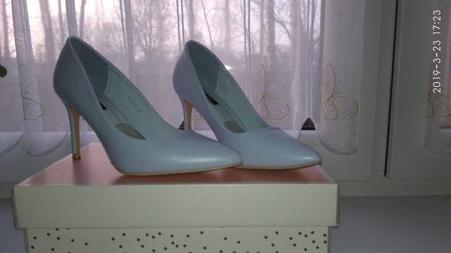 Sprzedam buty na szpilce