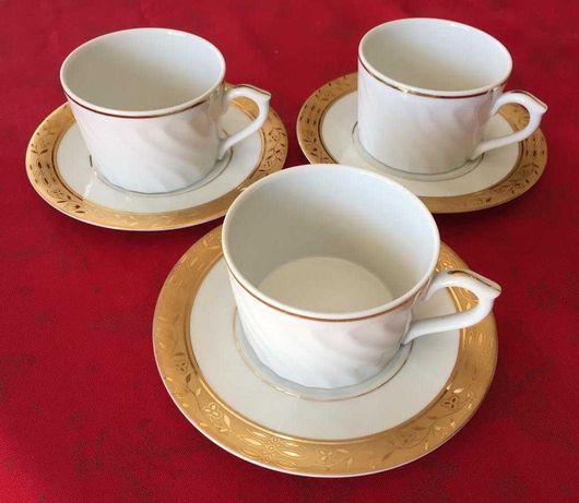 conjunto de 3 chávenas e pires de café em porcelana da Vista Alegre QN