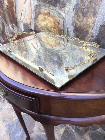 Tabuleiro em vidro e bronze Antigo Marcado 43 por 29 centímetros