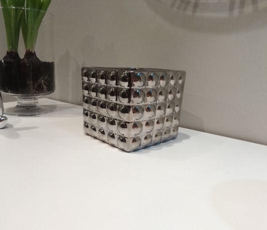 srebrna doniczka