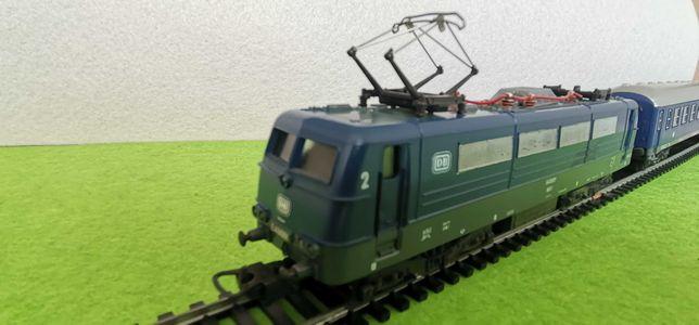 Comboio locomotiva carruagem lima ho 1/87