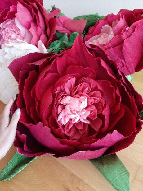 Яскраві квіти з крафт-паперу для фотозони/вітрини