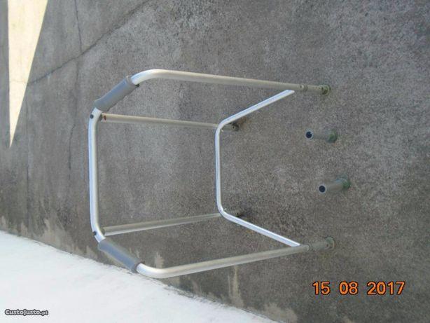 Andarilho-Usado-Da para colocar com Rodas ou Pés
