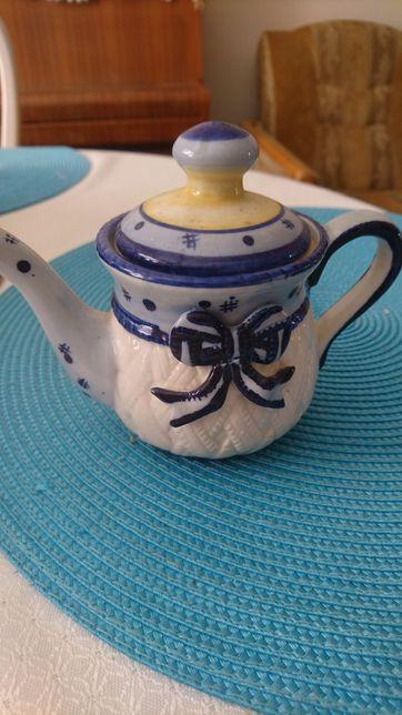 Czajniczek mały do herbaty lub na czaj